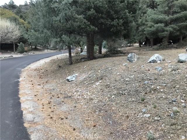 1917 Poplar Way, Pine Mtn Club CA: http://media.crmls.org/mediascn/e0108990-ec1d-4452-abcd-b93cab23b506.jpg