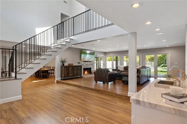6140 Fenwood Avenue, Woodland Hills CA: http://media.crmls.org/mediascn/e058be39-2103-40a7-8afe-3e97c32d3c5c.jpg