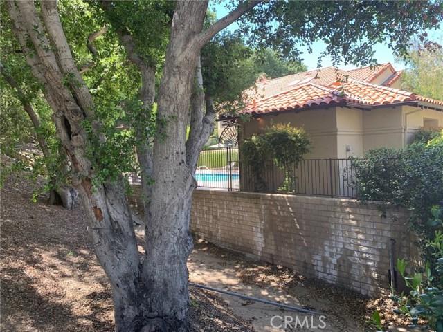 23652 White Oak Court, Newhall CA: http://media.crmls.org/mediascn/e0695297-5728-4e8e-b4db-e1ee18ed8fb3.jpg