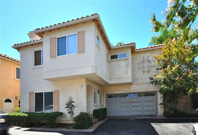 Townhouse for Sale at 18806 Hatteras Street Unit 107 18806 Hatteras Street Tarzana, California 91356 United States