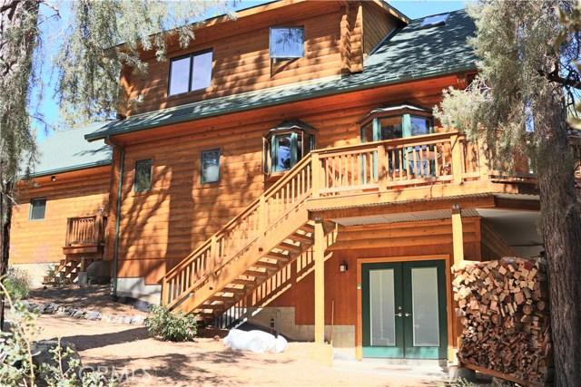 15817 Edgewood Way, Pine Mtn Club CA: http://media.crmls.org/mediascn/e0bda433-847e-4ff4-a88a-605c772fe29c.jpg