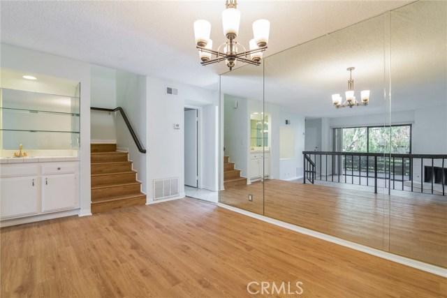 5711 Owensmouth Avenue, Woodland Hills CA: http://media.crmls.org/mediascn/e0d16595-126c-404f-8269-18bb46c8fd06.jpg