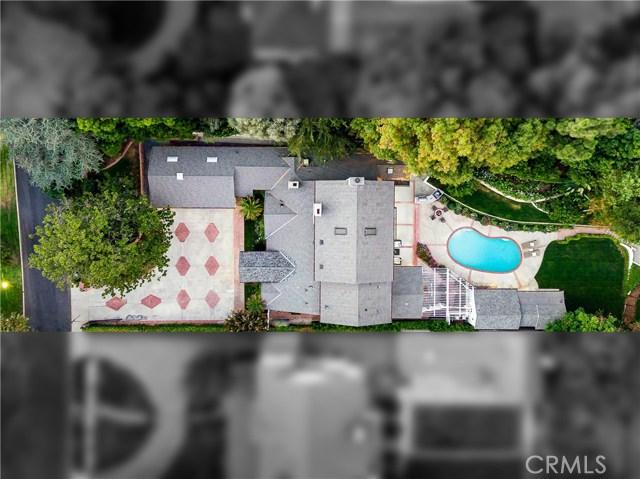 18 Toluca Estates Drive, Toluca Lake CA: http://media.crmls.org/mediascn/e0f3d9aa-02cc-4b17-96bf-0c988236d77e.jpg