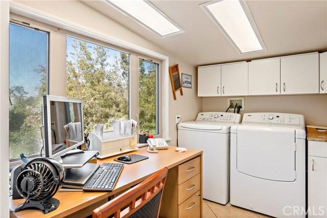 22133 Mulholland Drive, Woodland Hills CA: http://media.crmls.org/mediascn/e10a6ba0-03ce-487f-b487-5ec4a8696482.jpg