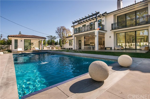 Single Family Home for Sale at 5041 Palomar Drive 5041 Palomar Drive Tarzana, California 91356 United States