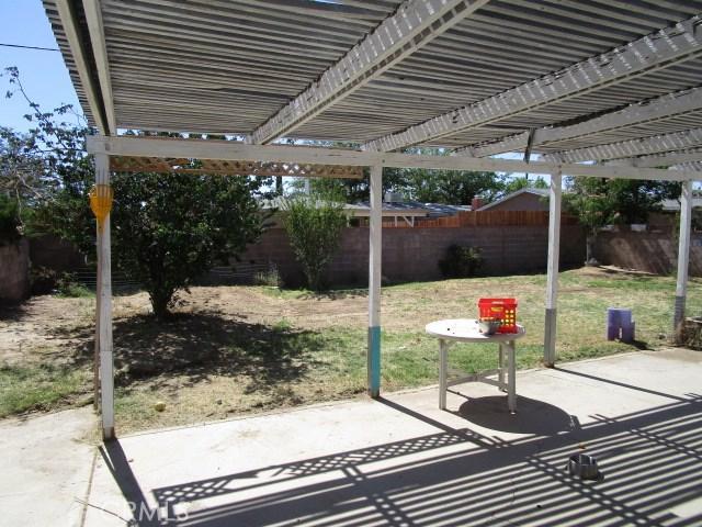 44745 Andale Avenue, Lancaster CA: http://media.crmls.org/mediascn/e18e3f91-def2-48a6-babc-bb540ae7bcf0.jpg