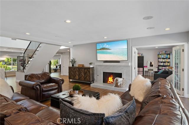 6140 Fenwood Avenue, Woodland Hills CA: http://media.crmls.org/mediascn/e2076838-402d-4d59-9dd8-85a33c5fb88c.jpg