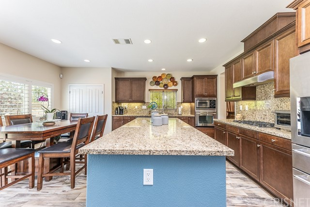 16942 White Pine Way, Canyon Country CA: http://media.crmls.org/mediascn/e22fe5ea-8b0f-44eb-be4d-0ecf0ff9d103.jpg