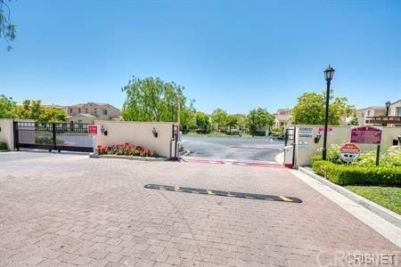 11514 Cararra Lane, Porter Ranch CA: http://media.crmls.org/mediascn/e238b3b2-7143-4ed5-b1d8-5943d0516c08.jpg