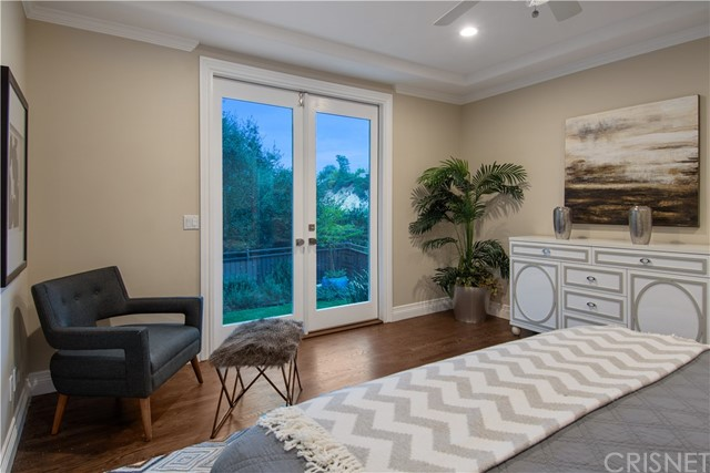 Additional photo for property listing at 3535  Beverly Glen Terrace 3535  Beverly Glen Terrace Sherman Oaks, California 91423 United States