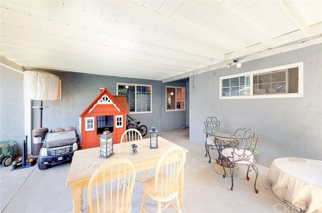 11725 Balboa Boulevard, Granada Hills CA: http://media.crmls.org/mediascn/e24a8d9a-95ab-4a3c-b814-edf8491e9ae5.jpg