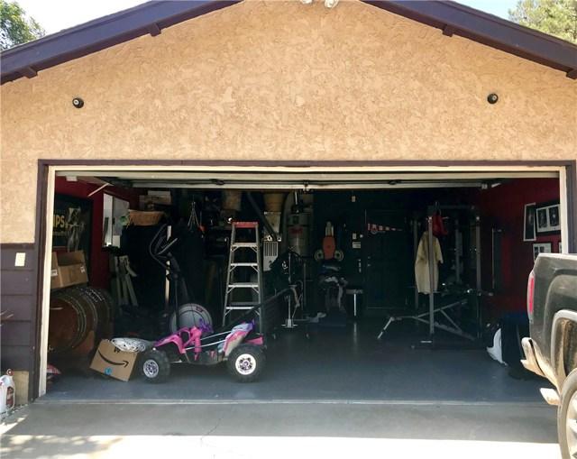38017 13th E Street, Palmdale CA: http://media.crmls.org/mediascn/e255fa43-5c46-43b8-9df2-1c4d7882070d.jpg
