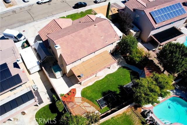 2822 W Norberry Street, Lancaster CA: http://media.crmls.org/mediascn/e29a332f-7f45-487b-8f64-228f9fb258b5.jpg