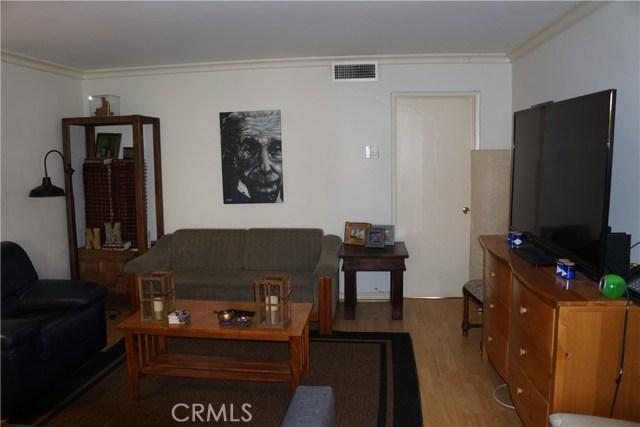 5400 Newcastle Avenue, Encino CA: http://media.crmls.org/mediascn/e2a5ac17-2726-47d8-8f79-3fdba09fdd57.jpg