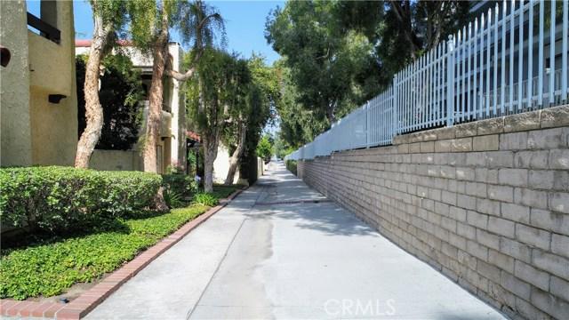 10126 Reseda Boulevard, Northridge CA: http://media.crmls.org/mediascn/e2a8e20b-7778-4c26-bcd5-ef0e95cb4c6d.jpg