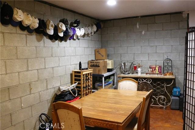 15817 Edgewood Way, Pine Mtn Club CA: http://media.crmls.org/mediascn/e2b7b882-fa50-413f-b7da-39d58d350929.jpg