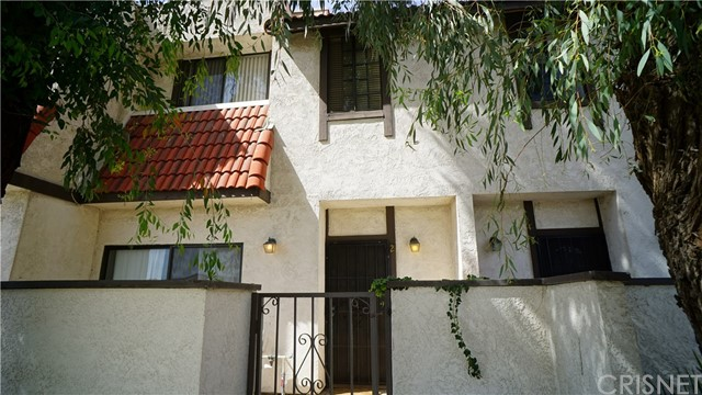 27612 Nugget Drive Unit 2, Canyon Country CA 91387