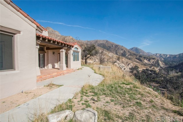 18755 Little Tujunga Canyon Road, Canyon Country CA: http://media.crmls.org/mediascn/e38dfdaf-2cab-4427-8046-54c97834e546.jpg