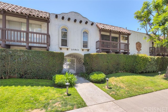 Single Family for Sale at 10944 Bluffside Drive Studio City, California 91604 United States