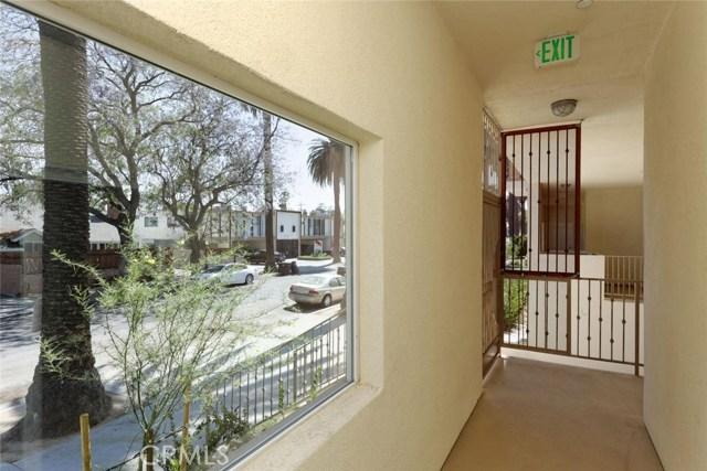 14735 Friar Street, Van Nuys CA: http://media.crmls.org/mediascn/e3b49fab-a3f8-4f26-b502-09d05556503e.jpg