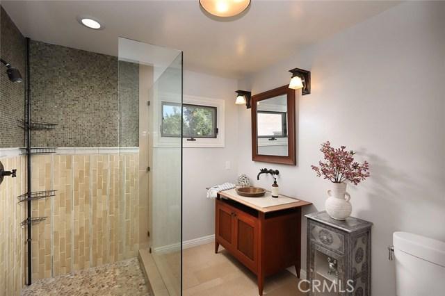 23404 Hatteras Street, Woodland Hills CA: http://media.crmls.org/mediascn/e3b683d0-9f57-49f9-a09c-e83af6c584b6.jpg