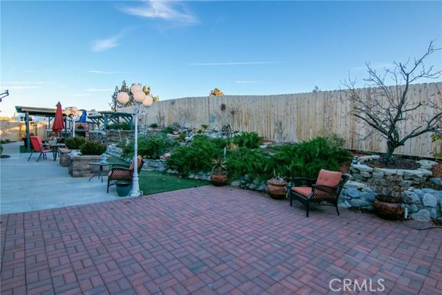 15648 Cypress Point Avenue, Llano CA: http://media.crmls.org/mediascn/e43814a3-29e2-4c5a-94df-a15c423d4429.jpg