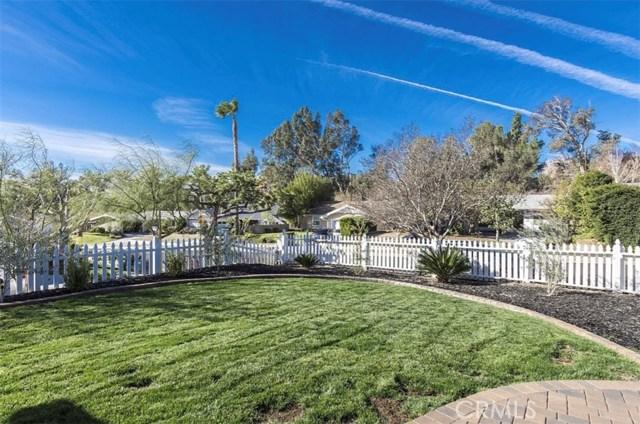 11700 Gerald Avenue, Granada Hills CA: http://media.crmls.org/mediascn/e438613d-8864-42d1-91a5-d0470f81ab97.jpg