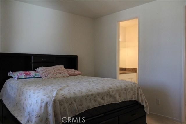 43942 Windrose Place, Lancaster CA: http://media.crmls.org/mediascn/e44f4281-54b5-4cc6-9ec1-784feb582bed.jpg