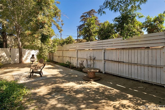 10850 Foothill Boulevard, Lakeview Terrace CA: http://media.crmls.org/mediascn/e4776ecd-2c90-4a46-8dd9-2c8c83782338.jpg