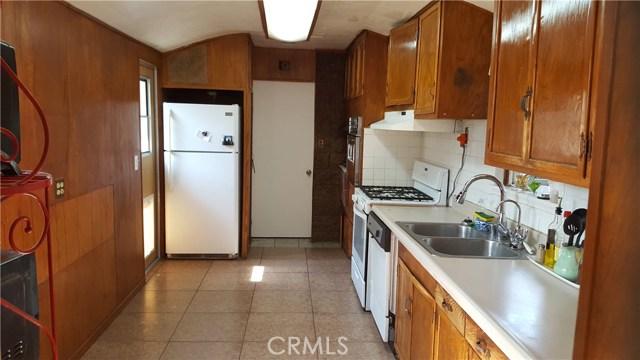 6710 Cantaloupe Avenue, Van Nuys CA: http://media.crmls.org/mediascn/e48c6c3e-89e3-4951-85ec-3e24548b732e.jpg