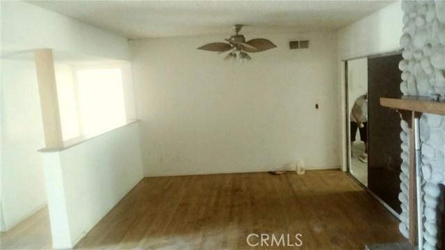 21811 Elkwood Street, Canoga Park CA: http://media.crmls.org/mediascn/e49416b9-717e-4d50-870a-570ce2cfd0ca.jpg