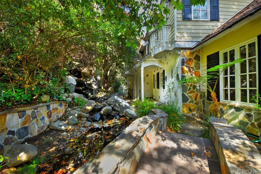 Photo of 12985 GALEWOOD Street, Studio City, CA 91604