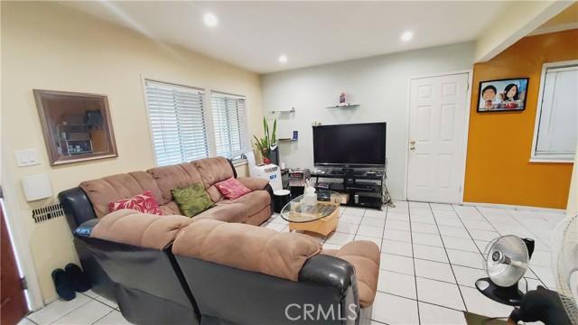 11154 Archwood Street, North Hollywood CA: http://media.crmls.org/mediascn/e5202f5f-4a64-42b5-bd0a-52267d366363.jpg