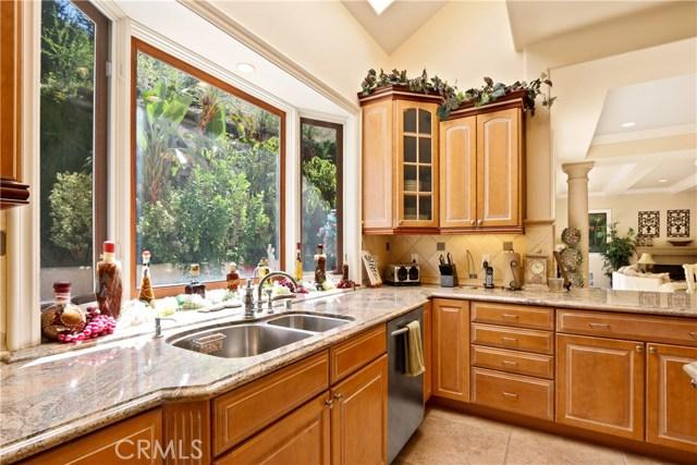 5340 Corbin Avenue, Tarzana CA: http://media.crmls.org/mediascn/e54883fa-7242-4108-bb01-a2b5a460279f.jpg