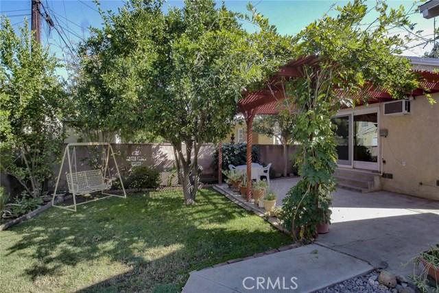 22025 De La Osa Street, Woodland Hills CA: http://media.crmls.org/mediascn/e58bebf7-321f-4632-b346-535f60fed573.jpg