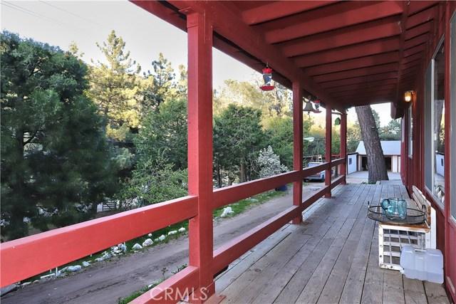 20872 Pine Canyon Road, Lake Hughes CA: http://media.crmls.org/mediascn/e6317037-748c-4b93-b1a5-1a48df4bf62c.jpg