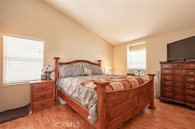 564 Conifer Drive, Palmdale CA: http://media.crmls.org/mediascn/e63afd0e-dc9c-45c7-a6f4-c4d308413590.jpg