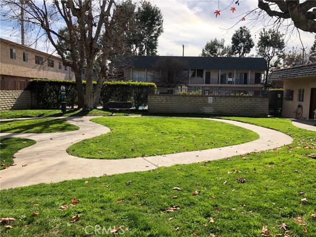 17053 Roscoe Boulevard, Northridge CA: http://media.crmls.org/mediascn/e6c931b0-7064-4dc7-98cb-d69651bf3e07.jpg