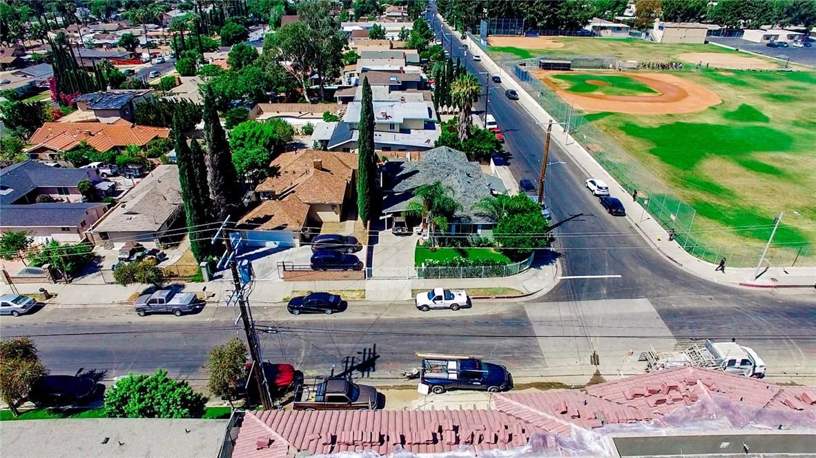 13059 Dronfield Avenue, Sylmar CA: http://media.crmls.org/mediascn/e6d17c6d-fdcd-44df-8ad8-e9d103d7ab69.jpg