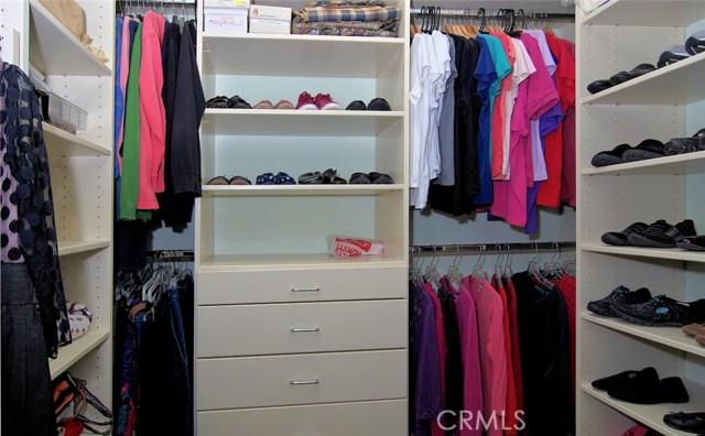 4419 Da Vinci Avenue, Woodland Hills CA: http://media.crmls.org/mediascn/e6d3630f-e540-4537-9bd7-372d287d57c2.jpg