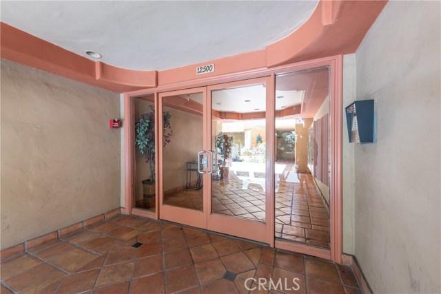 12500 Huston Street, Valley Village CA: http://media.crmls.org/mediascn/e6d9eb30-0f23-40c0-afec-1ec0637630be.jpg