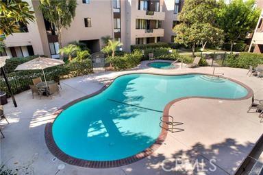 7826 Topanga Canyon Boulevard, Canoga Park CA: http://media.crmls.org/mediascn/e6db819a-d8ad-4187-9f89-f11b434b464d.jpg