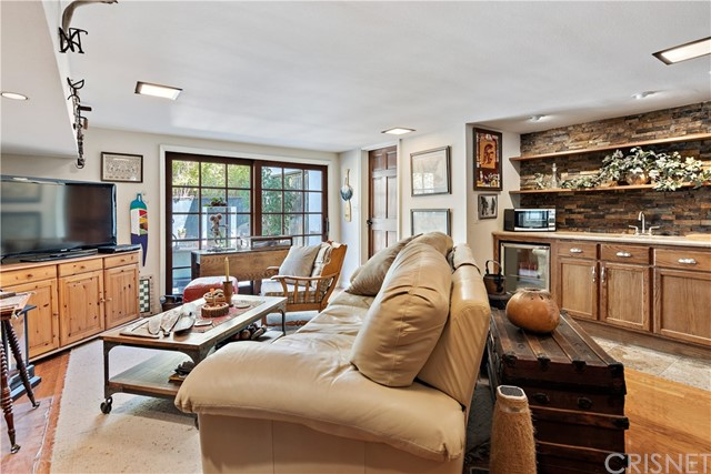 22133 Mulholland Drive, Woodland Hills CA: http://media.crmls.org/mediascn/e6e6c2f5-1cf7-4f37-a7a1-f7bea4d5cba7.jpg