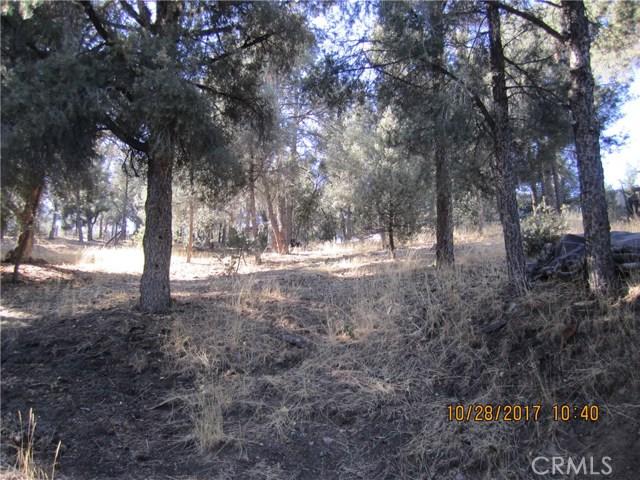 1305 Pinetree Drive, Frazier Park CA: http://media.crmls.org/mediascn/e6f35534-ba22-45cc-9a0b-9f8616db29a2.jpg