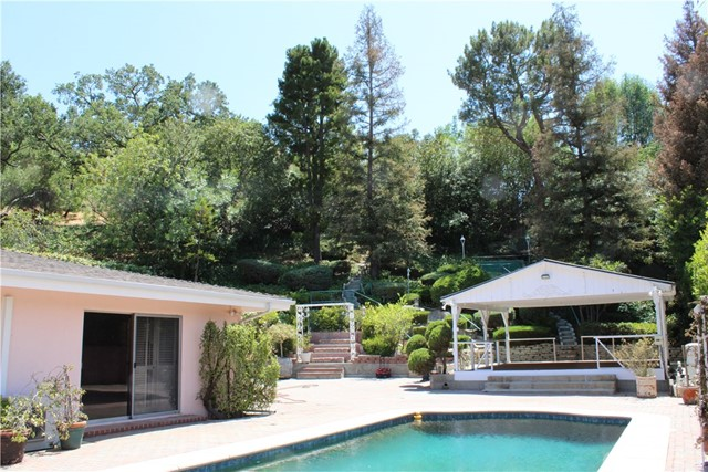 16258 Bertella Drive, Encino CA: http://media.crmls.org/mediascn/e6f5c64b-f348-48b9-80ce-8eeca4ef0edd.jpg