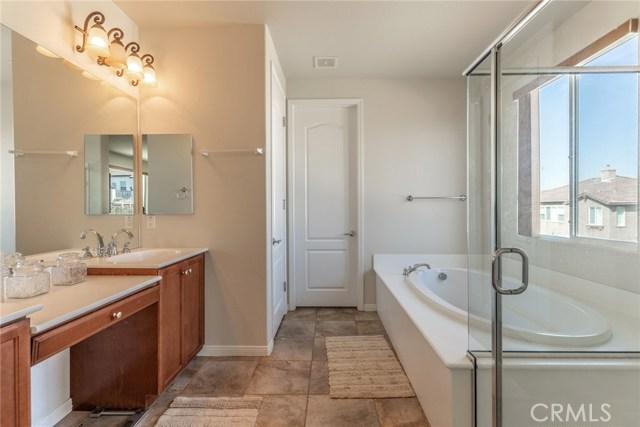 41630 Chardonnay Avenue, Lancaster CA: http://media.crmls.org/mediascn/e7258890-f51c-4374-b05c-fa0a8f7ef088.jpg