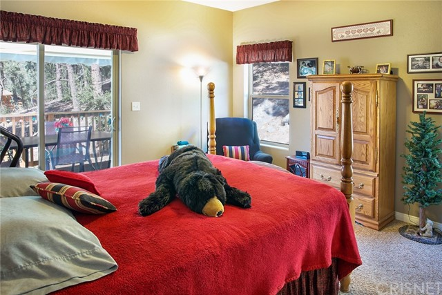 13716 Yellowstone Drive, Pine Mountain Club CA: http://media.crmls.org/mediascn/e7c3e7a3-3f0f-46cd-a8c0-649d879cb1c6.jpg