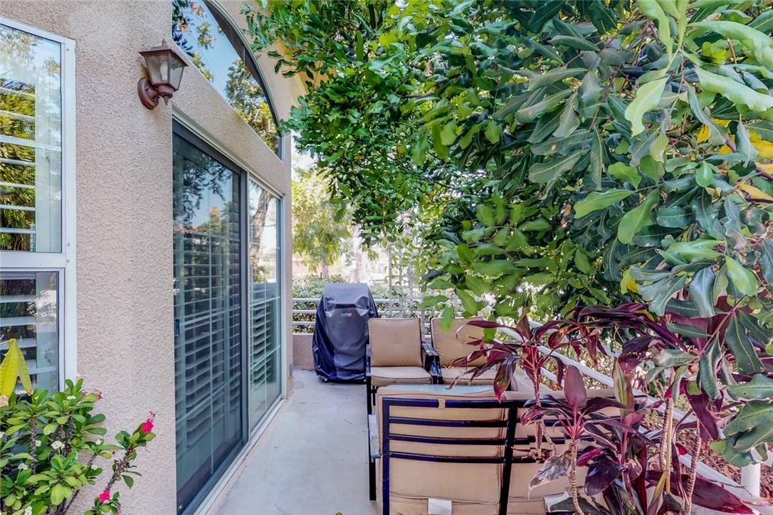 7109 Farralone Avenue, Canoga Park CA: http://media.crmls.org/mediascn/e7ea84ac-9740-4a74-bbc0-777f287a6cc3.jpg