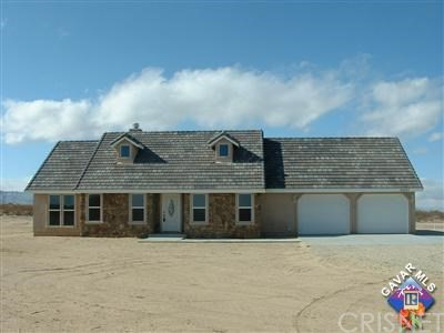 Single Family Home for Sale at 35581 165th Llano, California 93544 United States