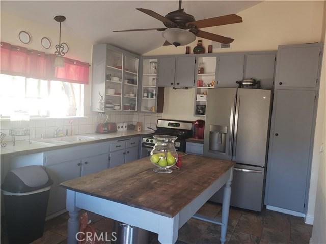 429 E Avenue J7, Lancaster CA: http://media.crmls.org/mediascn/e887669a-7629-4454-b012-5cdb716a08ca.jpg